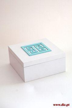 Cores personalizáveis Decorative Boxes, Home Decor, Colors, Decoration Home, Room Decor, Home Interior Design, Decorative Storage Boxes, Home Decoration, Interior Design