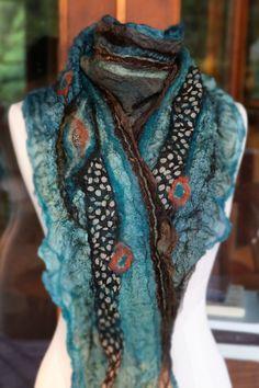 Filz Schal Nuno-Filz blaugrün Braun Koralle von BeverlyAshGilbert