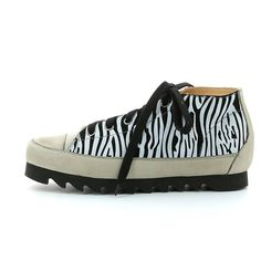 L'ECOLOGICA Sneaker Zulu - Animal Print Woman's Leather Sneaker made with vegetable tanned calf linings, with very low chromium content. Zulu, Leather Sneakers, Hiking Boots, Calves, Animal, Shoes, Women, Fashion, Moda