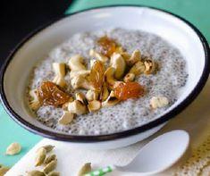 Jól tudjuk, hogy a reggeli jó, fontos, kihagyhatatlan étkezés, hiszen, aki reggel bőségesen eszik, az jobban teljesít szellemileg, fizikailag egyaránt, és: több kalóriát éget el! Vagyis, ha diétázol, akkor számodra kötelező! Chia Puding, Paleo, Oatmeal, Good Food, Meals, Cooking, Healthy, Breakfast, Per Diem