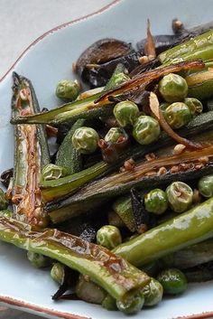 SAUTEED OKRA, HANGZHOU PEPPER, EGGPLANT PEELS & PEAS [China] [bubblews] Sauteed Greens, Asian Recipes, Gourmet Recipes, Hangzhou, Eggplant, Green Beans, Stuffed Peppers, Vegetables