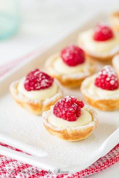These little flaky tart shells filled with silky smooth lemon cream filling and topped with juicy fresh raspberries are completely from scratch with just 6 ingredients. Source: Raspberry Lemon Tartlets ~Sweet & Savory by Shinee Related Mini Desserts, Brownie Desserts, Just Desserts, Delicious Desserts, Irish Desserts, Easy Summer Desserts, Italian Desserts, Homemade Desserts, Plated Desserts