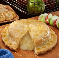 """Pastry Baked Brie, made with """"JIFFY"""" Pie Crust Mix, is a delicious addition to your festivities. Jiffy Mix Recipes, Bisquick Recipes, Buffet Ideas, Baked Brie, Looks Yummy, Milling, Yummy Cookies, Recipe Using"""