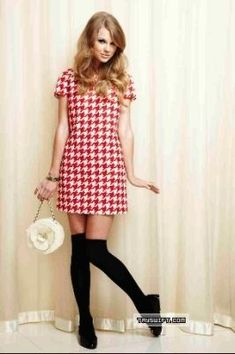 Beehive hairstyle and shift dress All About Taylor Swift, Taylor Swift Hot, Live Taylor, Taylor Swift Style, Taylor Swift Gallery, Taylor Swift Pictures, Taylor Swift Outfits, Cool Outfits, Fashion Outfits