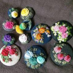 단추 단추 열렸네~~~ #프랑스자수  #자수 #embroidery  #needlework  #needlework  #handstitched #연두공방