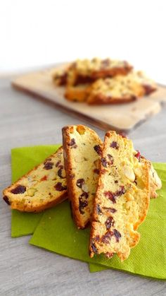 Biscottis aux fruits secs et canneberges Biscotti, Rock The Bretzel, Dried Fruit, Cake Cookies, Afternoon Tea, Cookie Recipes, French Toast, Favorite Recipes, Bread
