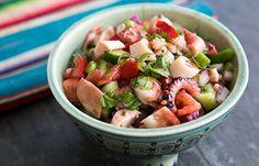 Conheça a salada de polvo do México, ou ensalada de pulpo, com tomates frescos, pepino, coentro e pimenta, e aprenda como fazê-la.