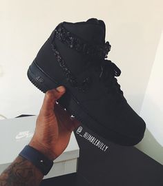 pinterest// kjvouge✨ Crazy Shoes, Me Too Shoes, Daily Fashion, Mens Fashion, Mode Shoes, Custom Shoes, Shoe Collection, Swagg, Casual Shoes