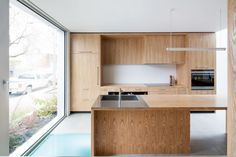 Alexandra Residence is a minimalist house located in Montreal, Canada, designed by Naturehumaine. The client's priority was to maximize the natural light in their new live/work house in Montreal's Mile-Ex district. This was made challenging by the east-west orientation of the infill lot. (11)
