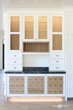 Who likes apothecary drawers🙋🏻‍♀️? My built in hutch features a whole slew of 'em. at least a more functional version anyway🤔😉. Visit my kitchen reveal to see what I mean. Shabby Chic Furniture, Cheap Furniture, Discount Furniture, Kitchen Furniture, Furniture Stores, Urban Furniture, French Country Rug, French Country Decorating, Home Design