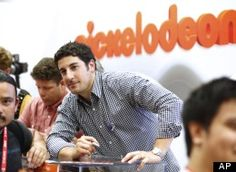 Nickelodon apologizes for Jason Biggs filthy Rnc Tweets.  APOLOGIZES???? FIRE HIM. Then hire him back so you can FIRE him again! Nickelodeon has a responsibility to our children!