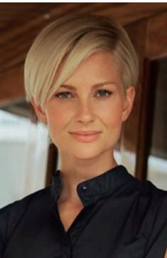 20 best short haircuts for fine hair - Madame Frisuren - Cheveux Modern Short Hairstyles, Bob Hairstyles For Fine Hair, Best Short Haircuts, Flip Hairstyle, Short Blonde Haircuts, Spring Hairstyles, Hairstyle Ideas, Short Hair Cuts For Women, Short Hair Styles