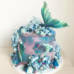 Love the popcorn reef on this gorgeous cake by Loryn Loves - Banana Cupcake Ideen Gorgeous Cakes, Pretty Cakes, Cute Cakes, Amazing Cakes, Mermaid Birthday Cakes, Mermaid Cakes, Mermaid Tail Cake, Beach Birthday Cakes, Big Birthday Cake