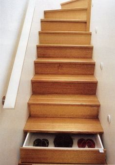 drawers hidden in stairs, awesome! Great for holiday decorations so you have to go in the attic