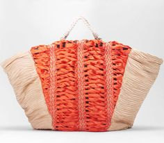 Novel. Ladies straw bag in handwoven fabric. 95% poly, 5% linen, leather and 50% linen/50% + cotton handle. Godet orange.