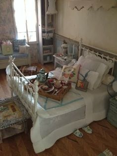 Sabs Mini Interiors  lovely 'breakfast in bed' scene