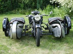 Double-duty #motorcycle with twin #sidecars. (say what?)