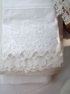 Cabin & Cottage : Summer Laundry-they just don't make beautifully edged pillowcases anymore! Antique Lace, Vintage Lace, Linen Fabric, Linen Bedding, Linen Cupboard, Bed Linen Design, Linens And Lace, Fine Linens, Lace Embroidery