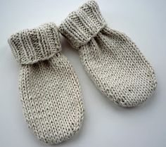 Mack and Mabel: Baby Mittens Knitting Pattern, with and without thumbs.