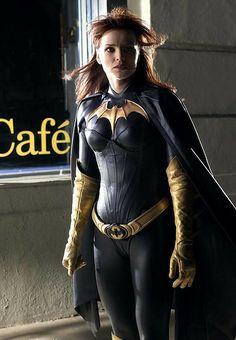 "Dina Meyer as Barbara Gordon/Oracle, the former Batgirl, in the TV series ""Birds of Prey"" Cosplay Dc, Batman Cosplay, Best Cosplay, Cosplay Girls, Cosplay Costumes, Batwoman, Batman And Batgirl, Superman, Gotham Batman"