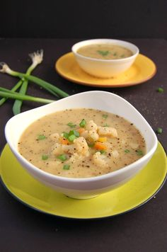 Vegan Cauliflower Carrot Soup. Easy, no oil, super yummy and nutritious. What's there not to like?