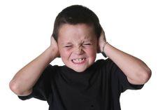 Si un niño con Autismo tiene una crisis: *Favorece para que solo se quede a consolarlo una persona, la que sea más cercana a él. Las personas se acercan con intención de ayudar, pero eso es probabl…