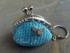 Llavero-monedero azul claro con mariposa