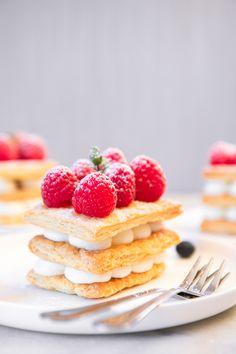 Fun Baking Recipes, My Recipes, Sweet Recipes, Fun Desserts, Delicious Desserts, Dessert Recipes, Rough Puff Pastry, Romantic Meals, Raspberries