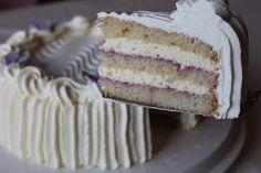 Tarun Taikakakut: Diplomaattikreemi 24-26cm täytekakkuun Beignets, Churro Waffles, Home Bakery, Churros, Yummy Cakes, Vanilla Cake, Making Ideas, Sandwiches, Baking