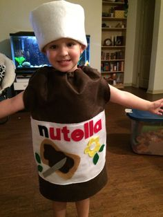 Nutella costume, made with felt, didn't take me long at all. Nutella costume, made with felt, didn't take me long at all. Baby Girl Halloween Costumes, Homemade Halloween Costumes, Halloween Kids, Halloween Outfits, Fancy Dress For Kids, Kids Dress Up, Food Costumes, Carnival Costumes, Costume Carnaval