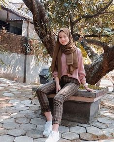 Inspiration Hijaber Outfit of The Day (OOTD) by ⁣ Share your outfit of the day! Hijab Casual, Ootd Hijab, Hijab Teen, Hijab Chic, Modern Hijab Fashion, Street Hijab Fashion, Hijab Fashion Inspiration, Hijab Fashion Style, Style Outfits