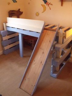 bed kid3 600x800 Salvaged bed for toddlers made with repurposed pallets in pallet bedroom ideas pallet kids projects diy pallet ideas  with toddler toboggan Bed