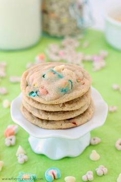 White Chocolate Lucky Charms Cookies: perfectly chewy cookies made with Lucky Charms cereal and marshmallows. Perfect for St. Patrick's Day or just for fun! Breakfast cookie anyone? www.thereciperebe...