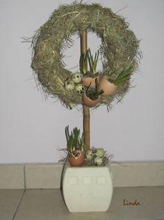 Dit is een eenvoudig zelf te maken bloemstukje, de getoonde voorbeelden zijn telkens met een andere afmeting van strokrans, deze zijn in de handel te verkrijgen.