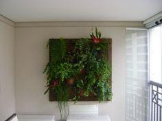 Placa vertical em varanda de apartamento