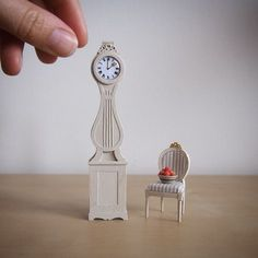 How it's Made: Scandinavian Mora Clock — Little Architecture - - This is a tutorial for a little Mora clock. These clocks are a Scandinavian style upright clock which are common in all traditional Swedish homes. Victorian Dollhouse, Modern Dollhouse, Diy Dollhouse, Dollhouse Miniatures, Dollhouse Miniature Tutorials, Miniature Dollhouse Furniture, Miniature Dolls, Muñeca Diy, Scandinavian Style Home