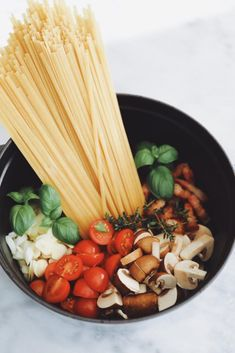 Creamy One Pot Pasta – Frederikke Wærens - One pot rezepte Healthy Noodle Recipes, Easy Pasta Recipes, Pot Pasta, Pasta Dishes, One Pot Vegetarian, Vegetarian Recipes, One Pot Spaghetti, Couscous Recipes, Kochen