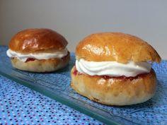 Mrmlada: Fastelavnsboller, bollos daneses rellenos de nata y mermelada. Reto Reposteras por Europa