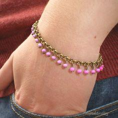 Bracelet chaînette avec dégradé de petites perles pendantes : Bracelet par mysweetjewelry. http://www.alittlemarket.com/bracelet/fr_bracelet_chainette_avec_degrade_de_petites_perles_pendantes_-9018885.html?pushPromotion=2