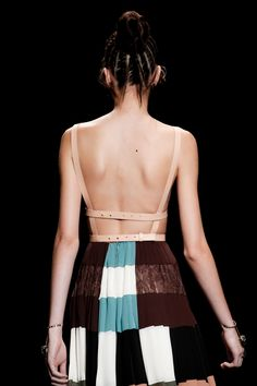 Valentino Spring 2016 Ready-to-Wear Collection Photos - Vogue Only Fashion, High Fashion, Fashion Show, Style Fashion, Vogue Paris, Essentiels Mode, Lingerie, Mannequins, Dress Backs
