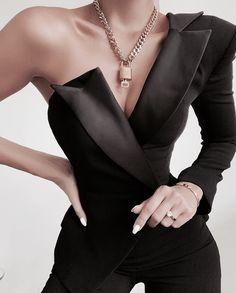 30 Excellent Outfits Ideas With Black Style Educabit Suit Fashion, Look Fashion, Fashion Dresses, Womens Fashion, Girl Fashion, Fashion Clothes, Leather Fashion, Fashion Beauty, Mode Outfits