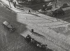 Carrefour vu en plongée  Description: vers 1935   Auteur: Bauh Aurel (1900-1964)photographe  RMN