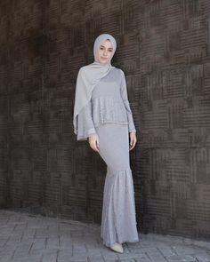 """36rb Suka, 142 Komentar - AGHNIÁ (@aghniapunjabi) di Instagram: """"Sesuai request upload ootd raya, tapi sebenernya ini bukan raya collectionnya @zalia_official…"""" Dress Brokat Muslim, Muslim Dress, Hijab Evening Dress, Hijab Dress Party, Kebaya Dress, Dress Pesta, Glam Dresses, Couture Dresses, Muslim Fashion"""