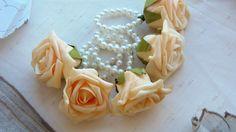 Flor com aparência natural, confeccionado em E.V.A. <br>Perfeito acabamento. <br>Anel em Pérolas.