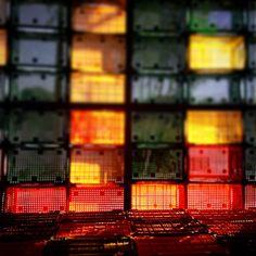 cores . caixas . cores . caixas . cores . caixas . cores . caixas .  #florianopolis #floripa #brazil #brazil #caixas #cores #colores #balaiovisual #vanessaalvesfoto #vanessaalves #diretodocampo