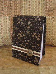 Bloco de notas A5 em tons de castanho, com capa dura e forrado a tecido.