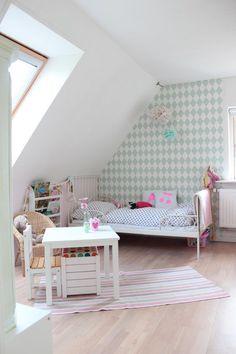 Sommerdeko, Gartenfreuden und Fernweh: der Juli auf SolebIch   SoLebIch.de #summer #summerinterior #interior #living #einrichtungsideen #dekoideen #sommerideen #kinderzimmer #bedroom #children #cute #green #pink #white  Foto: Au_rhys