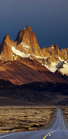 Road to Mount Fitz Roy. Los Glaciares National Park, Patagonia, Argentina.