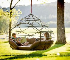 Hanging beds/chairs are a fun way to spice up a reading nook. Diy Hammock, Outdoor Hammock, Hammock Ideas, Backyard Hammock, Hammock Bathtub, Hammock Chair, Chair Swing, Diy Swing, Outdoor Daybed