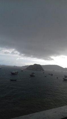 Tempestade em praia da Armação